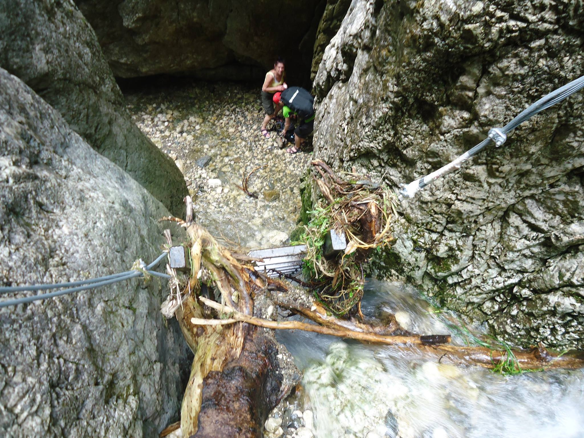 urcare prin cascada - traseul Valea Horoabelor - muntii Bucegi